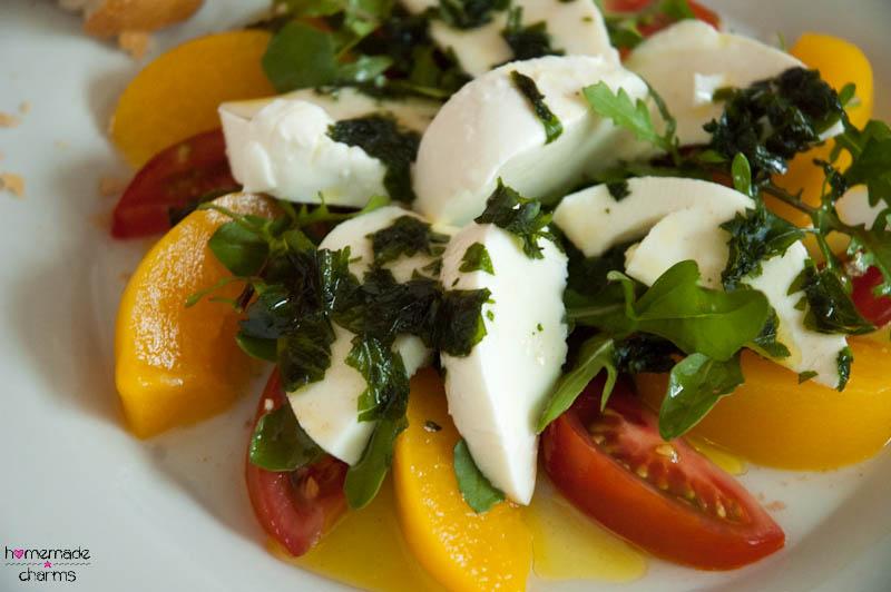pfirsich tomaten mozzarella salat mit rucola homemadecharms. Black Bedroom Furniture Sets. Home Design Ideas