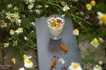 Stracciatella-Mandarinen-Creme_Wiese_Blumen